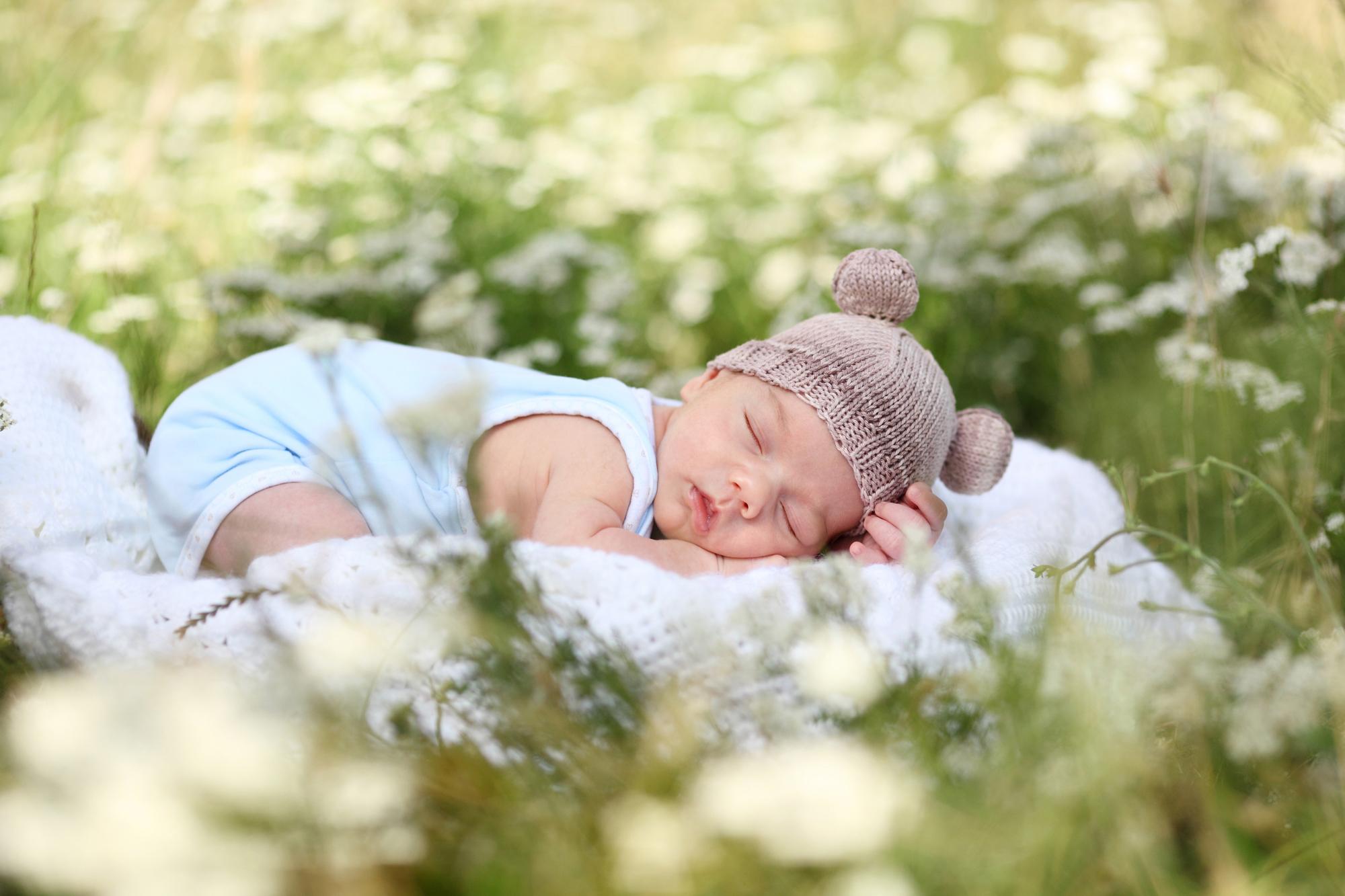 Первые дни жизни новорожденного дома.